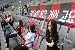 Đội bóng Hàn Quốc phải xin lỗi vì dùng búp bê 'người lớn' làm khán giả