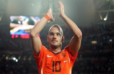 Sneijder tuyên bố giải nghệ, người đại diện nói chưa