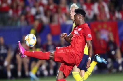 Alaba, thủ lĩnh mới của hàng thủ Bayern