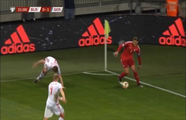 Manuel Neuer lại