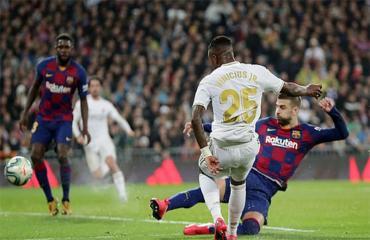 Chê Real quá dở dù thắng Barca, Pique bị Ramos 'phản pháo'