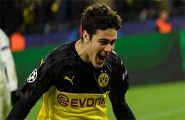 Con trai cựu cầu thủ Man City đi vào lịch sử Champions League cùng Dortmund