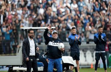 Maradona bật khóc trong buổi ra mắt đội bóng mới