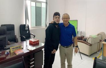 Đức Chinh có thể tập nhẹ, HLV Park Hang Seo học tiếng Việt