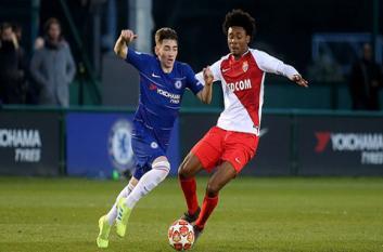 Liverpool và Chelsea đại chiến vì con trai huyền thoại Thuram
