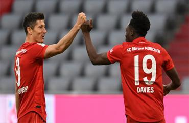 Lewandowski và Davies lập kỷ lục trong ngày Bayern bảo vệ thành công chức vô địch Bundesliga