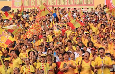 CĐV Nam Định cổ vũ văn minh trong ngày Thiên Trường thắt chặt an ninh