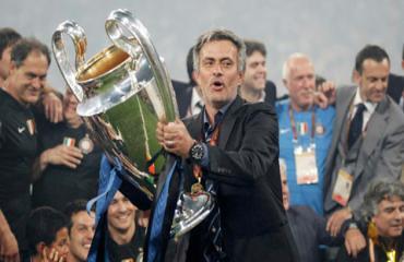 Ký ức Serie A: Inter-Mourinho được 'phong thánh'