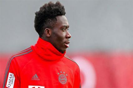 Trận đấu với Chelsea khiến cha con sao trẻ Bayern khó xử