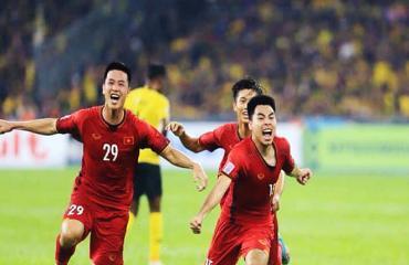 Bóng đá Việt Nam ngày 25/8: Tiền vệ tuyển Việt Nam chấn thương, bầu Đức không lo HAGL xuống hạng