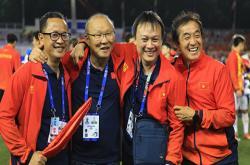 Ông Park tặng Huy chương vàng SEA Games cho trợ lý