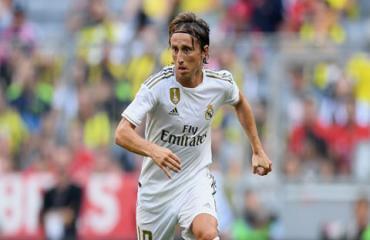 Luka Modric đá hay... để làm gì?