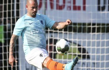 Sneijder gây sốc vì phát phì, khó nhận ra chỉ 2 tuần sau khi giải nghệ