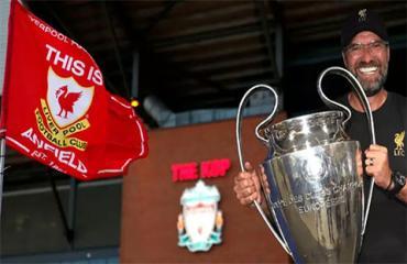 Fan Liverpool muốn dựng tượng HLV Klopp ngoài Anfield