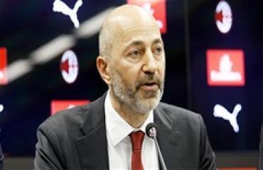 Như Van Persie, Gazidis đang mắc sai lầm với Ibrahimovic