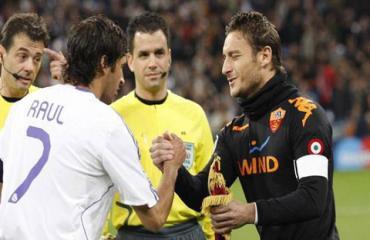 Totti tiết lộ Raul chính là lý do khiến anh 5 lần 7 lượt từ chối Real