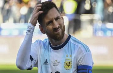 Cả HLV lẫn đội phó Brazil cùng phản pháo việc bị Messi 'đá xoáy'