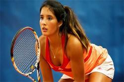Nữ tay vợt Philippines xinh đẹp 'bốc lửa' hơn cả Sharapova