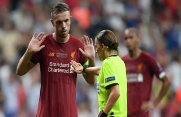VAR lại gây tranh cãi ở trận Siêu Cúp châu Âu