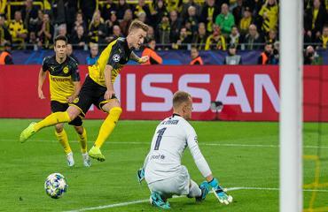 Bóng đá hôm nay 18/9: Klopp than phiền trọng tài. Barca hòa may Dortmund. Man City mất Stones