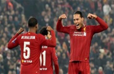 Hạ Genk, Liverpool cướp ngôi đầu bảng của Napoli