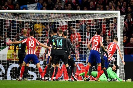 Liverpool thua Atletico Madrid: Chuyện gì xảy ra với The Kop?