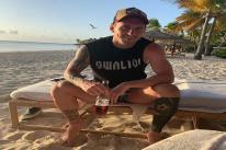 Quên phiền muộn, Messi thư giãn dưới nắng vàng và bia