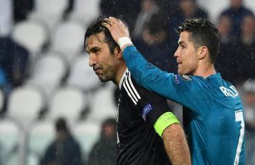 Buffon hỏi Ronaldo 'bao nhiêu tuổi' sau siêu phẩm vào lưới Juventus