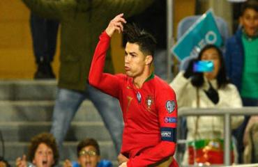 Ronaldo ghi bàn nhiều hơn ĐT Brazil, gần gấp đôi ĐT Anh
