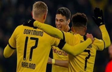 Dortmund bay cao trên đôi cánh của 3 'Cậu bé Vàng'