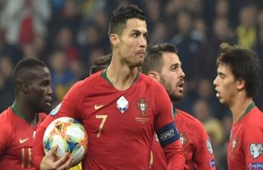 Ronaldo cán mốc bàn thắng thứ 700 trong sự nghiệp