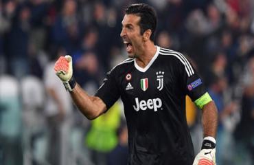 Buffon bắt kịp kỷ lục của Maldini