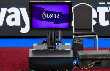 VAR vẫn sẽ là quân bài chiến lược của Premier League trong thời gian tới