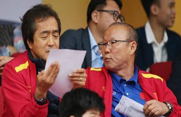 Hết hạn cách ly, HLV Park Hang Seo 'vi hành' tìm quân cho ĐT Việt Nam