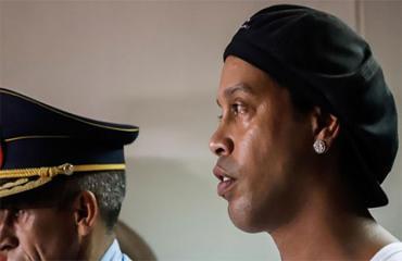 Ronadinho tìm được nghề tay trái trong tù