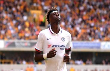 Lập hat-trick, Abraham xô đổ kỷ lục của Hazard