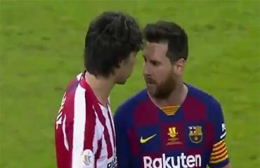 Messi suýt choảng nhau với Felix trong trận thua của Barca trước Atletico